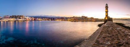 Chania met de verbazende vuurtoren, bij zonsondergang, Kreta, Griekenland stock foto