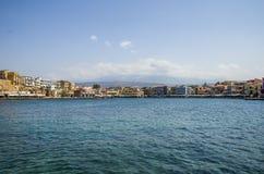 Chania-Stadt vom Seeleuchtfeuer lizenzfreie stockbilder