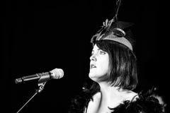 Chanson de chant de Christel Kern Portrait d'actrice française scène Photographie stock libre de droits