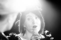 Chanson de chant de Christel Kern Portrait d'actrice française scène Photos stock