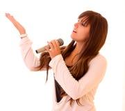 Chant de jeune femme d'isolement Photo stock