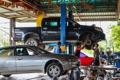 Chantaburi, Tailândia 3 de fevereiro de 2017 Recruta que verifica o freio foto de stock
