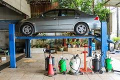 Chantaburi, Tajlandia 03 2017 Luty samochody na dźwignięciach przy usługa Fotografia Stock