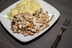 Chanterelles stewed z grulami Fotografia Royalty Free