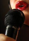 Chanteur étouffant Images libres de droits