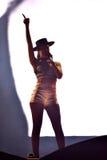 Chanteur Cleo Panther de femme du chant de bande de Parov Stelar vivant dessus Photos stock