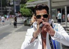 Chanteur d'artiste de rue Elvis Presley de exécution sur la rue Photo libre de droits