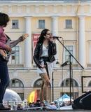 Chanteur de bruit de jeunes sur l'étape Images libres de droits