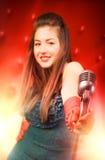 Chanteur de jeune femme images libres de droits