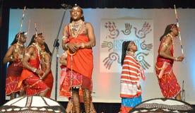 Chanteur et danseurs masculins du Kenya Images libres de droits
