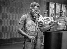 Chanteur passionné à la rue de Fremont photo stock
