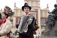 Chanteurs polonais dans la vieille ville Cracovie célébrant l'épiphanie ou trois Photographie stock libre de droits