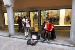 Chanteurs traditionnels de rue de la Suisse Images stock
