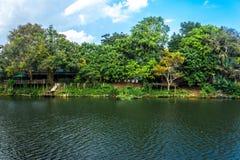 Chanthaburi Таиланд реки с голубым небом Стоковая Фотография