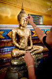 Chanthaburi, Tailandia - 11 de mayo: Gente budista tailandesa que hace el cov Fotos de archivo