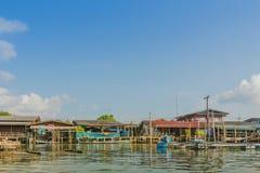 CHANTHABURI, TAJLANDIA: KWIECIE? 16, 2019 sceneria wioska rybacka ziemi wioska na Kwietniu 16,2019 przy uderzeniem Chan, Khlung, zdjęcia stock