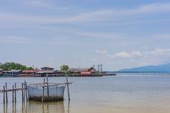 CHANTHABURI, TAJLANDIA: KWIECIE? 15, 2019 sceneria wioska rybacka ziemi wioska na Kwietniu 15,2019 przy uderzeniem Chan, Khlung, zdjęcie stock