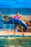 Chanthaburi, Thailand - 5. Mai 2015: Trainer unterrichtet Delphin Stockfotografie