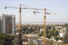 Chantier de construction avec des grues à tour Image libre de droits