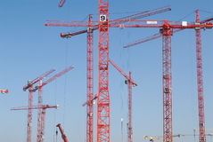 Chantier de construction avec des grues Photographie stock libre de droits