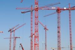 Chantier de construction avec des grues photographie stock libre de droits