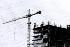 Chantier de construction avec des grues sur le fond de silhouette Photo libre de droits