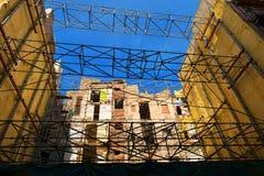 Chantier de construction avec l'échafaudage Photo stock