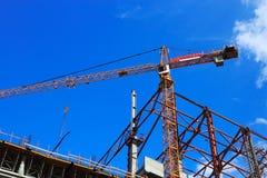 Chantier de construction avec la grue photographie stock