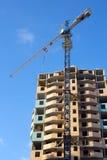 Chantier de construction avec la grue, construisant Photo libre de droits