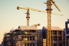 Chantier de construction avec la grue et la construction Image libre de droits