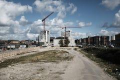 Chantier de construction avec le beau ciel nuageux image stock