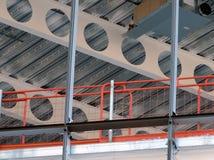 Chantier de construction avec les poutres de faisceaux et le Sc Photo libre de droits