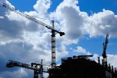 Chantier de construction avec quelques grues photographie stock