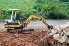 Chantier de construction d'affaires de bâtiment de machine chez Kanchanaburi Images libres de droits