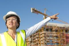 Chantier de construction d'ingénieur de femme de verticale Images stock