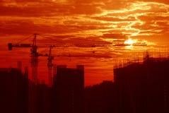 Chantier de construction dans le lever de soleil Photo libre de droits