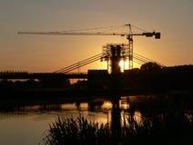 Chantier de construction de passerelle neuve de fleuve Image libre de droits