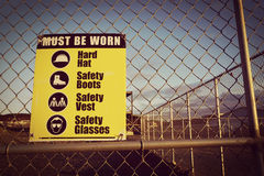 Chantier de construction de signes de sécurité de site pour la santé et sécurité Photographie stock libre de droits