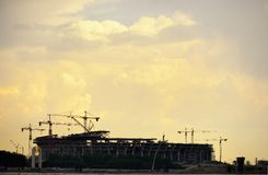 Chantier de construction de stade dans le sain Pétersbourg, Russie Image libre de droits