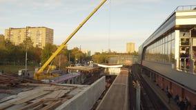 Chantier de construction de métro de Moscou Tend le cou le fonctionnement et les trains intervenant Rénovation banque de vidéos