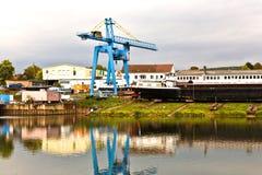 Chantier de construction navale sur la canalisation de rivière en Allemagne Photographie stock