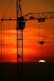 Chantier de construction sur le coucher du soleil. Image libre de droits