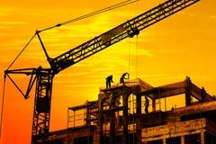 Chantier de construction sur le coucher du soleil Images libres de droits