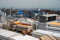Chantier de construction sur un gratte-ciel avec des dalles en béton Image stock