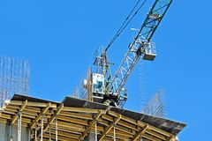 Chantier de grue et de construction Images libres de droits