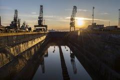 Chantier naval au coucher du soleil Photo stock