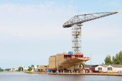 Chantier naval avec le bateau Photographie stock libre de droits