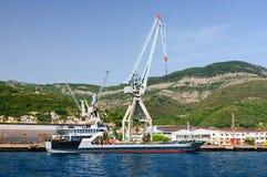 Chantier naval dans Bijela dans la baie de Kotor, Monténégro image libre de droits