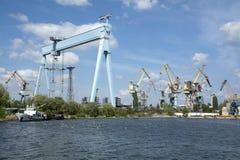 Chantier naval de grues dans Nikolaev Photos stock