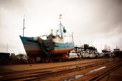 Chantier naval par un jour pluvieux Photos libres de droits